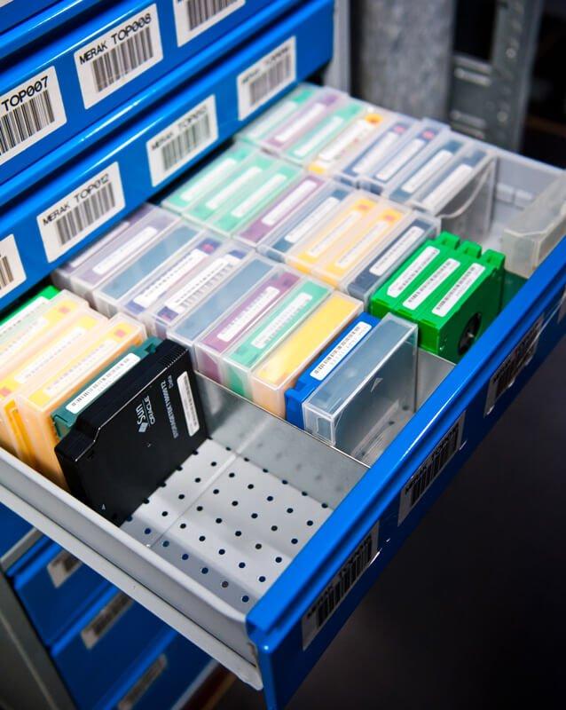 De data op uw tapes en harde schijven worden op een veilige, professionele manier vernietigd.